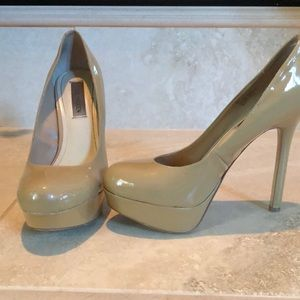 Shoes - Steve Madden- Nude Patent Pumps Size 9